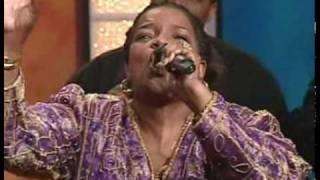 Shirley Caesar sings BLESSED ASSURANCE