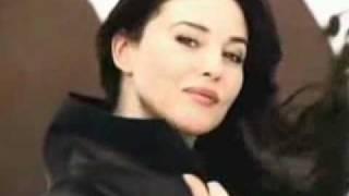 Julio Iglesias - Esta Cobardia (Monica Bellucci).flv