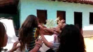 briga de meninas por causa de um menino