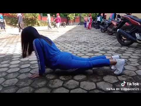Download Video Tik Tok Cewek-Cewek Sange?!  (ID : Melytahsb)
