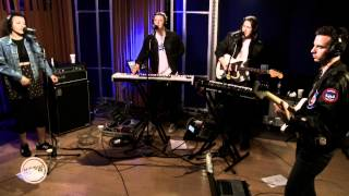 "Jungle performing ""Busy Earnin'"" Live on KCRW"