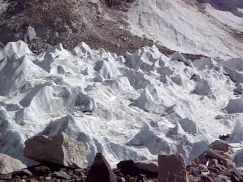 Rennfahrer Bieberle's Blick vom Everst Base Camp (5.364 m) auf den Khumbu Icefall