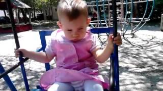 Мая заспива на люлката