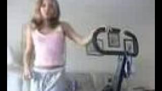 menina na web cam se exibindo