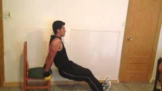 Musculación y fitness: cómo hacer fondos en casa - ejercitar los tríceps en casa