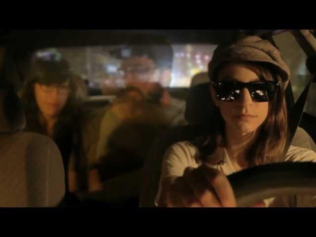 """Videoclip oficial de la canción """"Taxi Driver"""" de Colleen Green."""