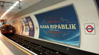 Rasa Ripablik in London Underground in Blue