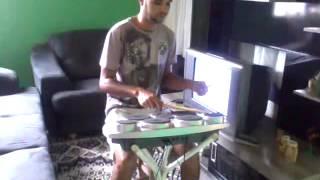 Rafael granadeiro tocando bateria eletr�nica