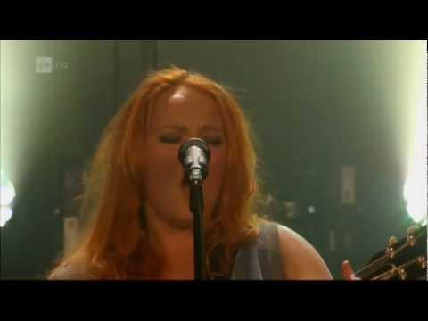 anna-puu-nuori-loiri-live-2013-youtube-channel-2
