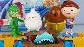 ATTENTI allo SQUALO! - Geco e Molang sfidano Duggee e Splash [Challenge divertente]