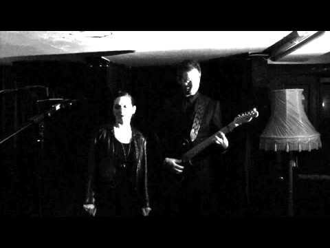 stateless-im-on-fire-feat-shara-worden-live-ninja-tune