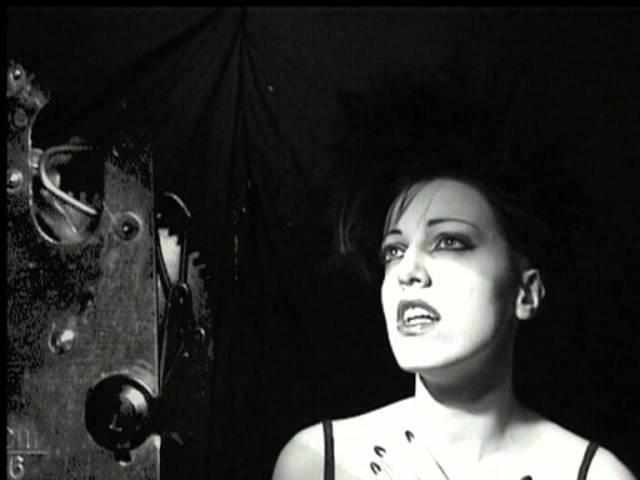 """Vídeo de """"Static Movement"""" de Nouvelle Vague"""