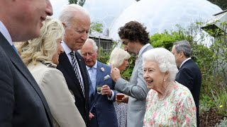 The Queen meets G7 leaders at summit reception