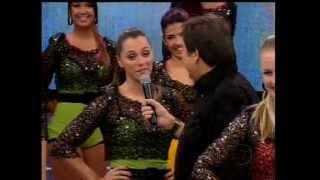 Faustão faz pergunta à Luiza Módolo e Carol Oliveira - 13.05.2012.wmv