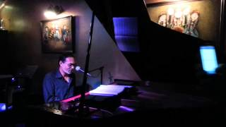 Veteran Jazz Pianist David Gomes @ The Moon Bar