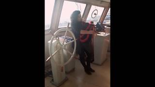 Kapıya Sandalye gemide tulum