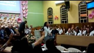 Bruna louvando  - Presença  (Eliane Fernandes)