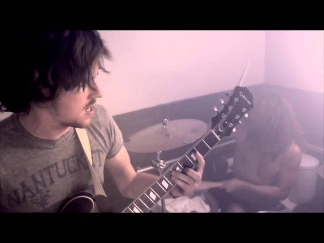 """Vídeo de la canción """"Trigger on my Fire"""" de Black Pistol Fire."""
