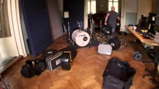 Groove Impact Academy WORKSHOP with Dave van Beek setting up the drums