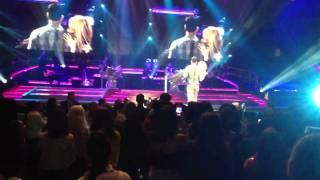 Romeo santos ( solo Por un beso ) live MSG Feb.23-2012