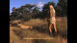 Menina criada com Leões não tem medo de Chitas Selvagens!