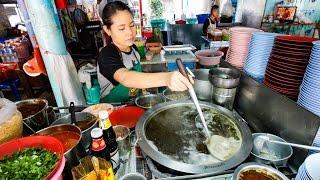 24-Hour Bangkok Street Food - Thai Egg Noodles and OOZING Soft Eggs! บะหมี่แห้งต้มยำพิเศษ