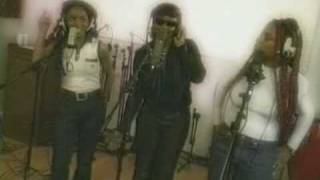 Cleopatra-Right Back Where We Started From music video