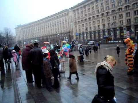 Wandering Santas of Kyiv II.