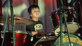 Amazing 5 year's Nepalese Drummer (Sion) Hits the Drum (Taalko Paani Cover)