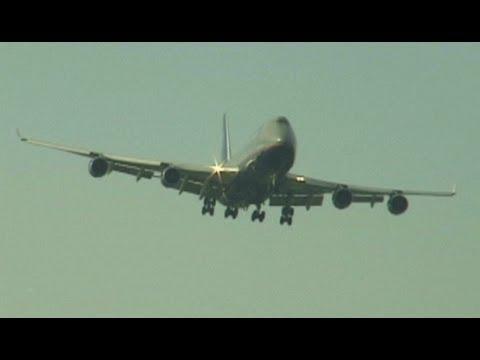 747-400 Go-Around at JFK due to runway incursion!