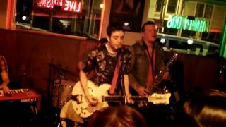 Walk on in Darkness live by Ezra Furman and The Boyfriends
