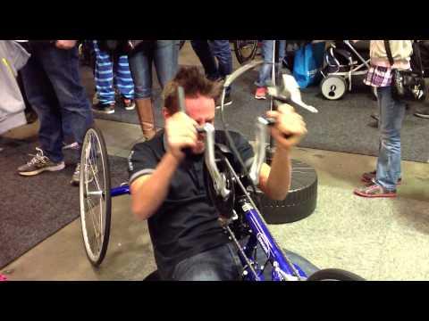 Emil Lindgren landslagscyklist MTB kör handcykel på Sweden Bike Expo 2013