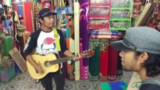 Pengamen pasar Payakumbuh suara Merdu bikin merinding