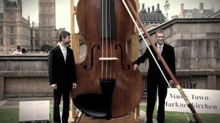 Meet The Record Breakers - World's Largest Violin