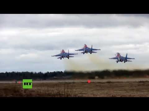 Vertiginosas imágenes desde la cabina del Su-30SM durante acrobacias de la aviación rusa