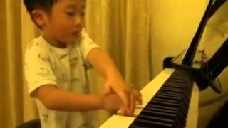 #Mixtube - Menino de 5 anos tocando piano clássico