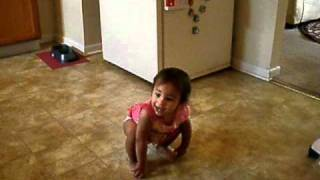 BABY DANCING TO DROP IT LIKE ITS HOT