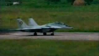 Zbor demonstrativ - MiG-29 romanesc - Traiasca Ceausescu - cu astea zburam pina in 1989