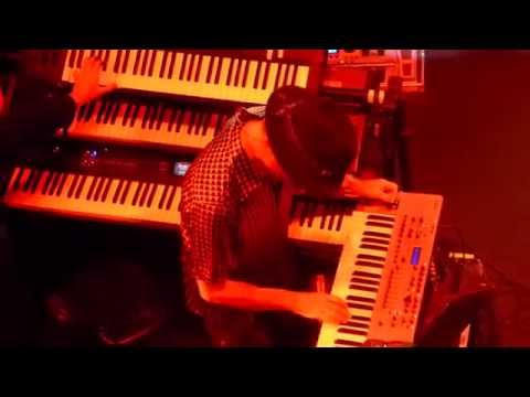 manfred-manns-earth-band-joybringer-blinded-by-the-light-live-in-hamburg-091014-hd-mikenorderney