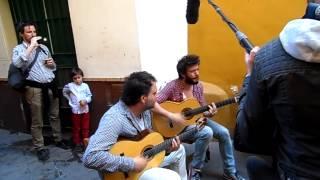 Cuchillos en el aire con Juanito Makande y Fran