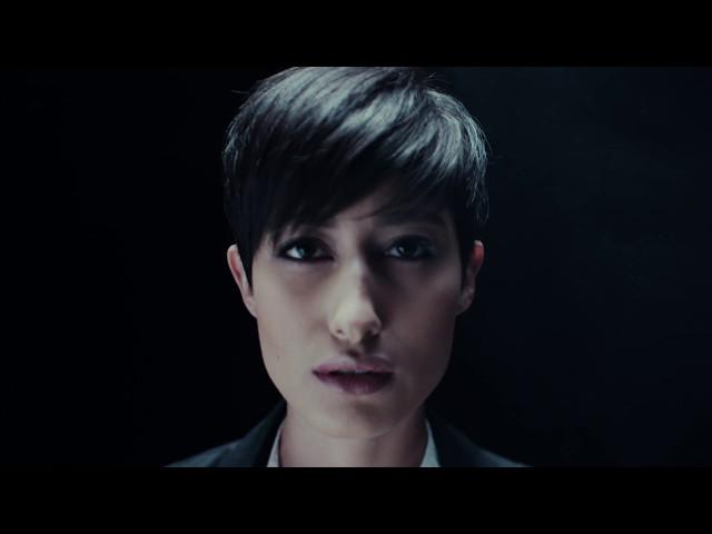 """Vídeo de """"The Human Radio"""" de Shinedown."""