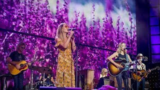 Sheryl Crow and Margo Price - Strong Enough (Live at Farm Aid 2017)