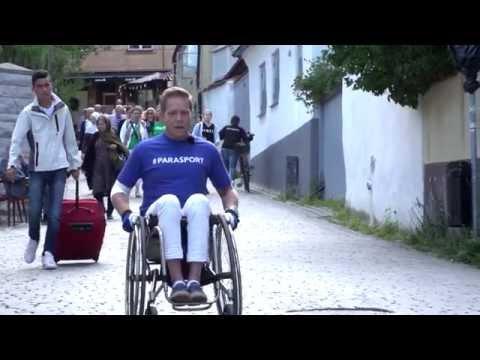 Peter Ojala undersöker tillgängligheten under Almedalsveckan 2016 (Swedish)