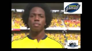 Silvestre Dangong desafina cantando el himno nacional de Colombia ante 44 millones de televidentes