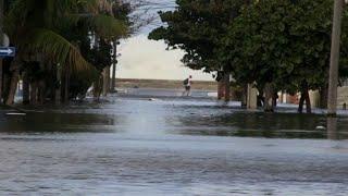 Cuba: la Havane inondée suite à des vents violents