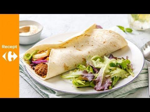 Kleurrijke groentewrap met falafel en halloumi