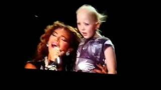 Beyoncé canta p/ menina com câncer [ LEGENDADO ] e emociona o povo.