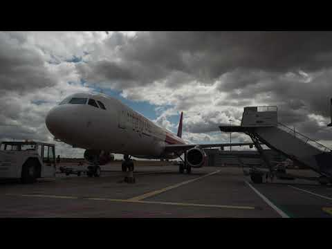 Mesmerising Wizz Air time-lapse at London Luton Airport