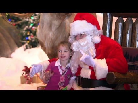 Signing Santa spreads Christmas cheer to deaf children in Missouri