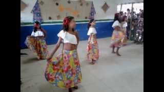 Turma da 4ª Série dançando Ai Menina, de Lia Sophia...